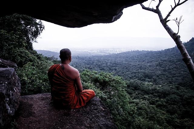 meditácia, mních, príroda.jpg