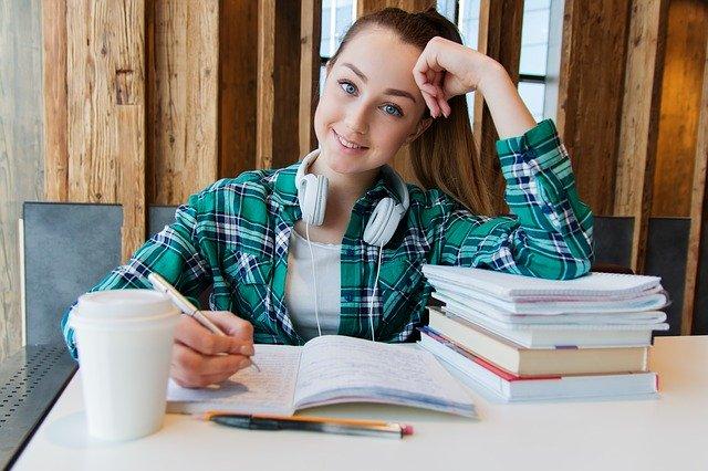 mladá studentka