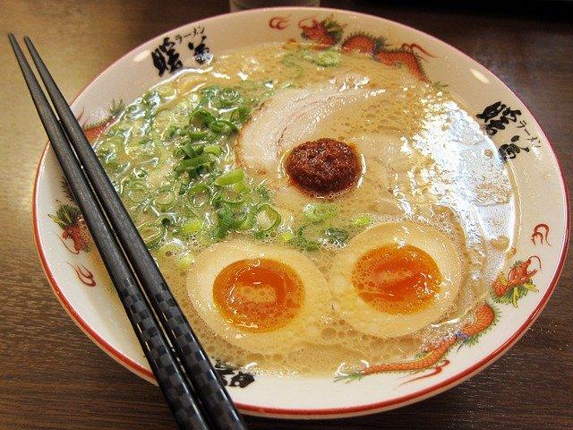 Ázijská polievka s vajíčkom.jpg