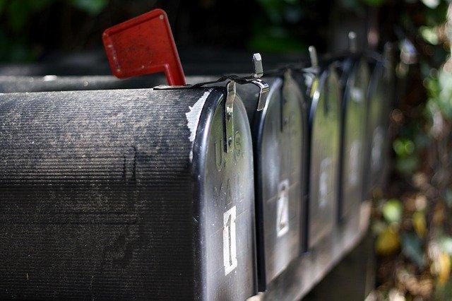 Poštové schránky vedľa seba